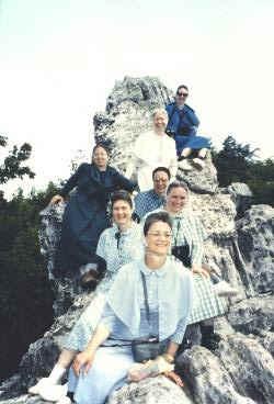 German Baptist women on Dragon's Tooth